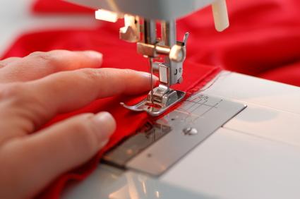 Arreglos y adaptaciones de prendas en textil y piel - CUALIFICA